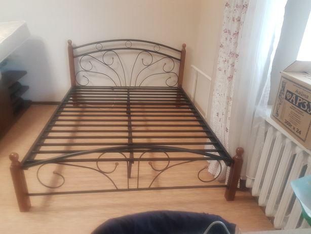 Продам 2х спальную металлическую кровать