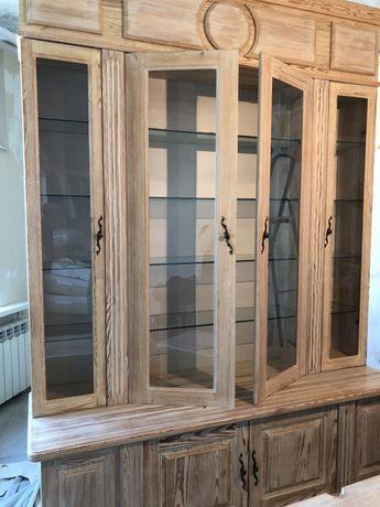 Шкаф в гостиную из натурального дерева, нов