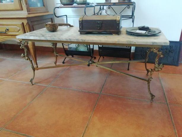 Vând masa veche din bronz masiv cu placa de marmura