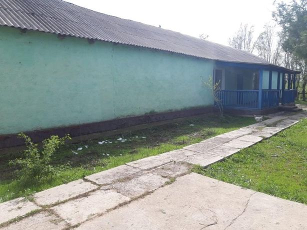 Здание старой школы с пристройками Туйетас ауылында