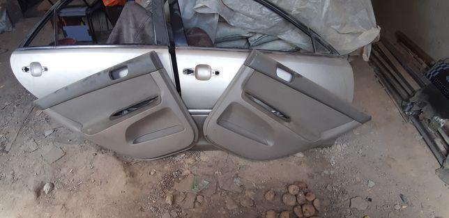 Двери и обшивки багажник на камри 35