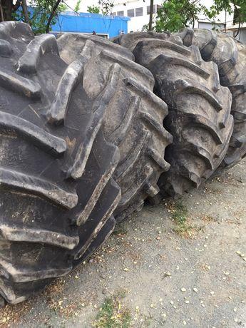 Гуми за трактори и комбайни