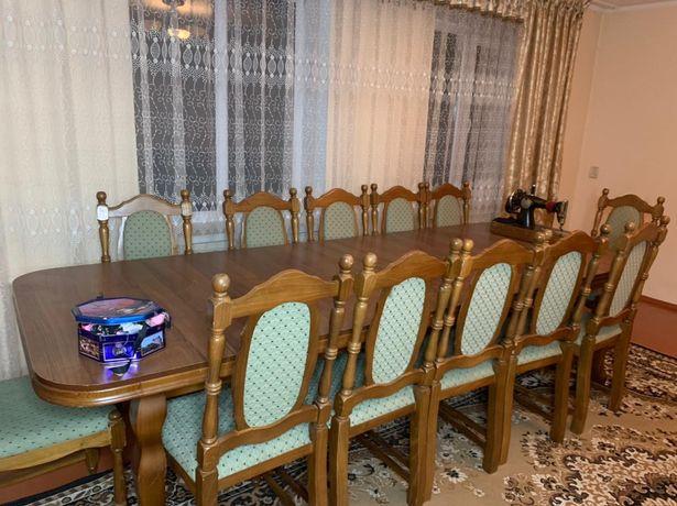 Стол большой со стульями 5 на 1,20 м.