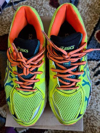 Papuci/adidași Asics