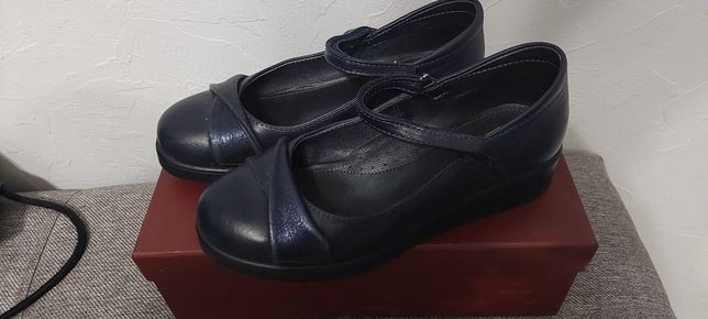 Туфли на девочку 35 р.