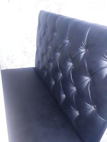 Продам очень хороший диванчик почти новый ,пользовались мало черного ц