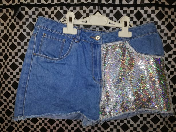 Lot patru perechi pantaloni scurti pentru fetite