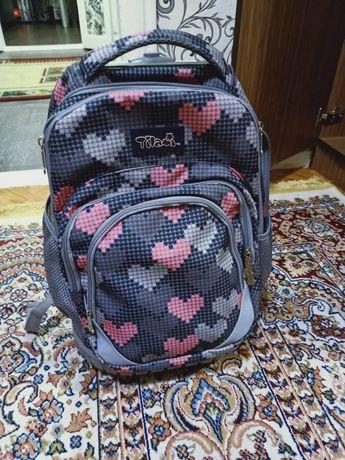Продам школьную сумку на колесиках