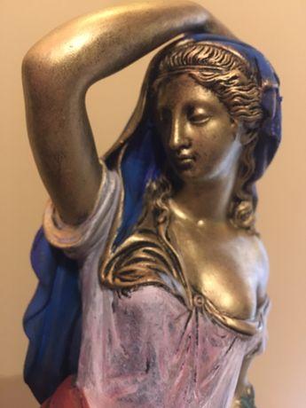 Superba statueta ceramica pictata manual culori ulei.Este unicat