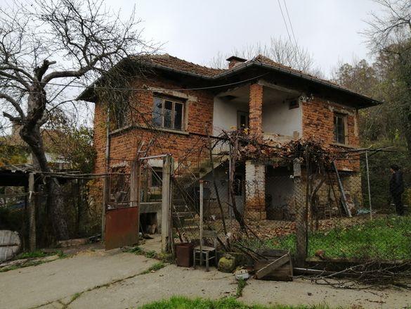Продавам къща в село Благово