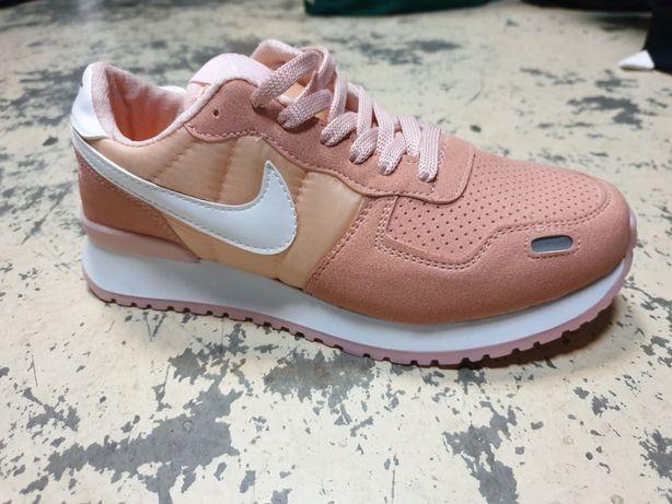 Adidasi Nike dama roz marime 40