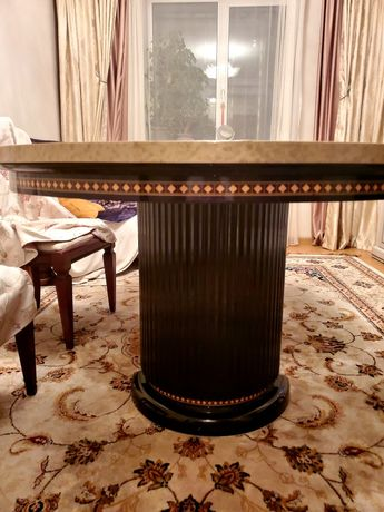 Продам стол итальянский