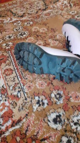 Vand pantofi mărimea 39