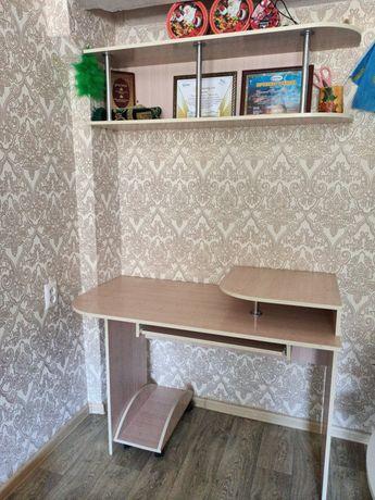 Продам компьютерный стол с полками