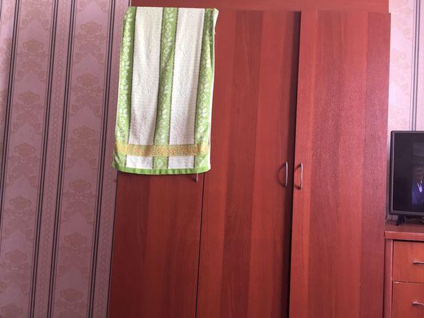 Шкаф, комод, тумбочка с зеркалом
