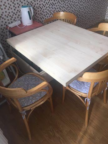 Стол трансформер со стульчиками.