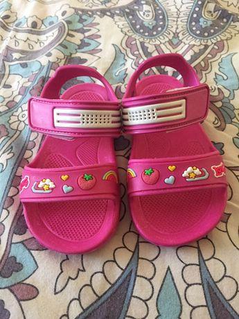 Нови детски сандалки