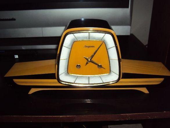 Продавам старинен немски механичен часовник Dugena