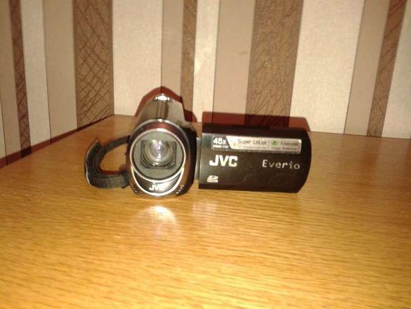 Продавам малка камера JVC