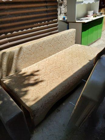 Продам срочно диван и стенку и столик много разных мебели цены разные