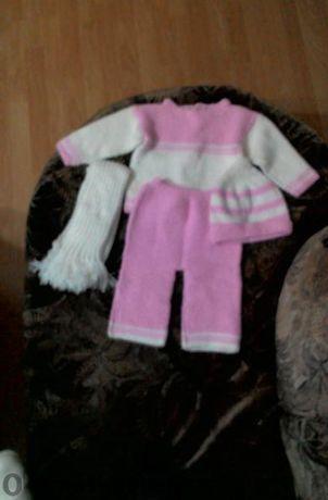 Ръчно изплетени бебешки дрехи