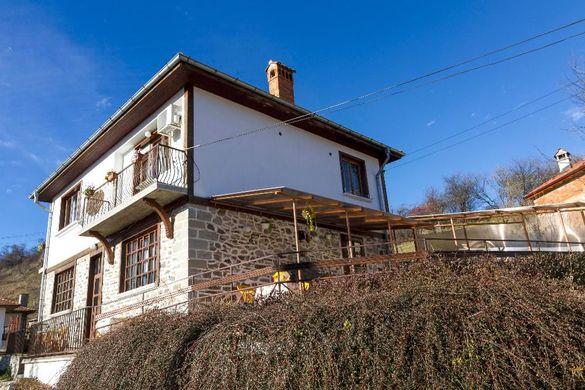 """Къща за гости """"При Аязмото"""", село Момчиловци, Родопи"""