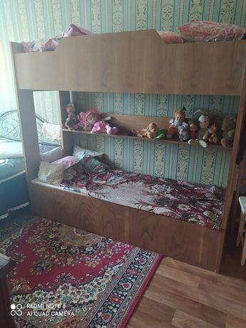 Продам кровать двухярусную