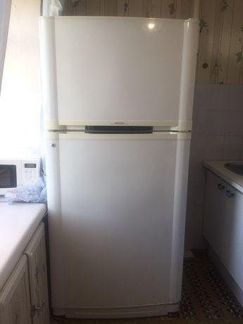Холодильник габаритный удобный