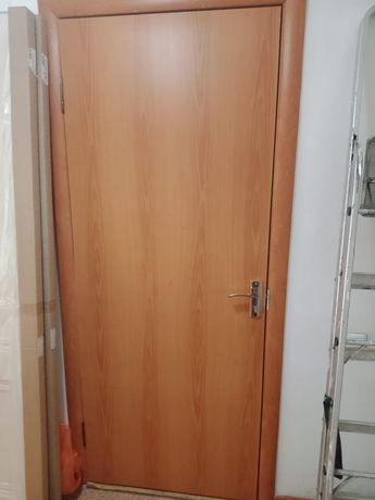 Меж комнатные двери