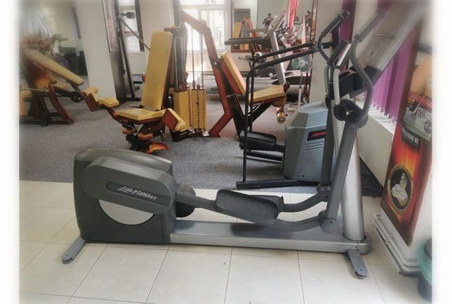 Bicicleta eliptica profesionala Lifefitness