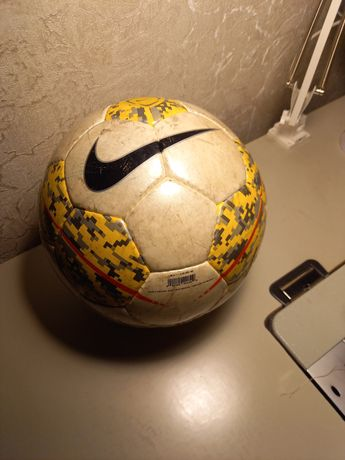 Футбольный мячь Nike