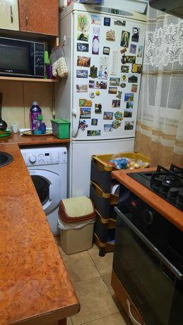 Vând apartament mobilat și utilat
