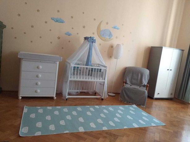 Vând patuț Babyneeds Dalia 90x50 cm, alb, pe roți, co-sleeping