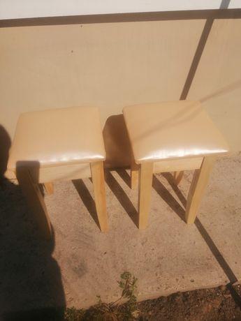 Табуретка деревянная
