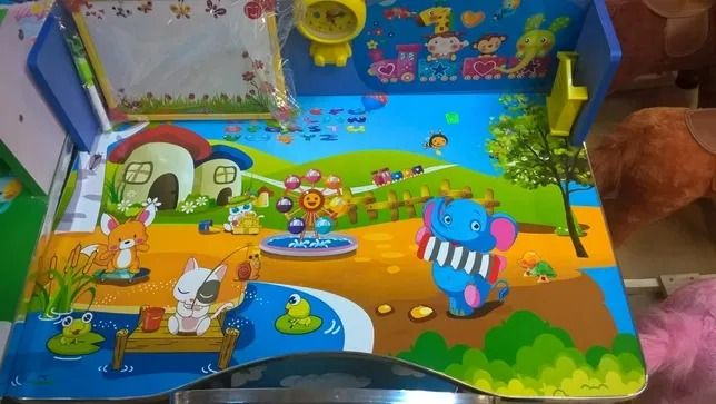 Biroui reglabil pe inaltime cu scaunel cu ceas pentru copii