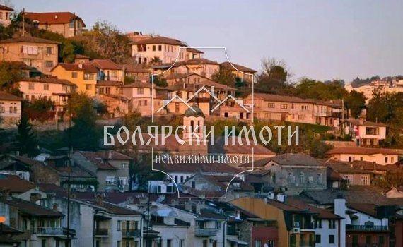 Голям парцел във Варуша