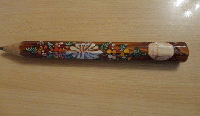 creion decorativ supradimensionat  pictat manual
