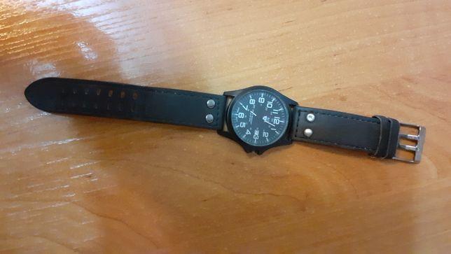 Продам часы,цена 3000