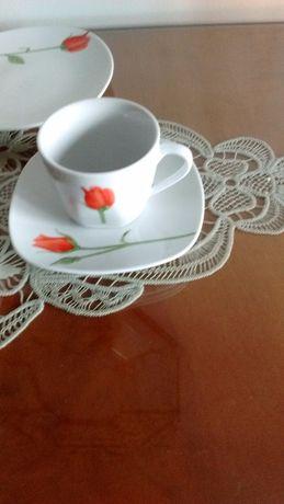 Vând serviciu de masă și cafea