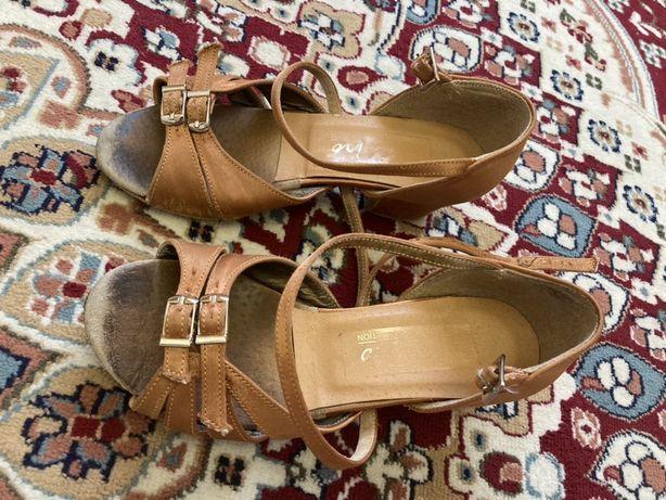 Продаются бальные туфли