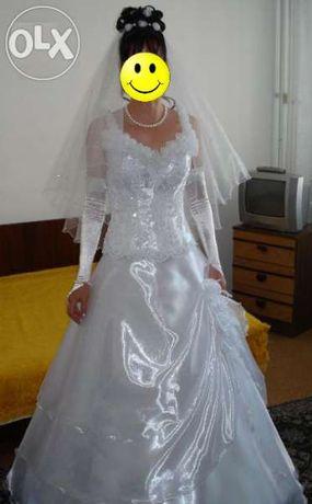 Булчинска рокля с було и ръкавици