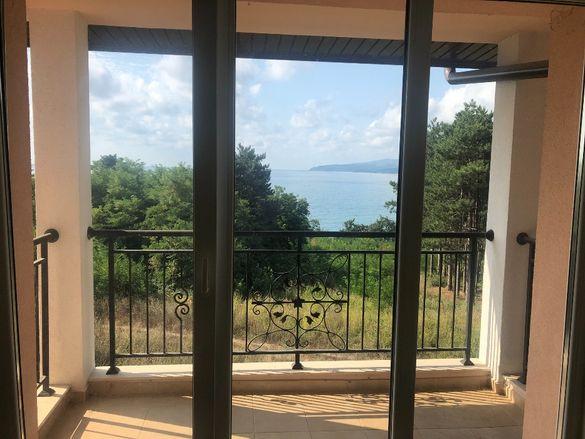 Продава се великолепно обзаведено студио с изглед към морето и балкон