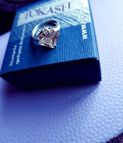 Уникален сребърен пръстен с красив камък