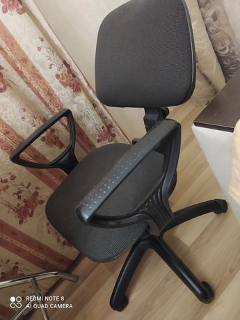 Продам стул на колесиках