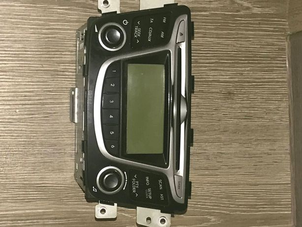 Продам штатив магнитофон на Хюндай
