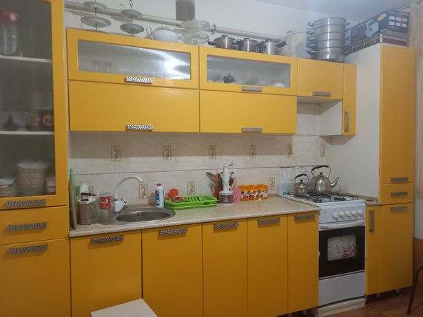 Продам кухонный гарнитур 100000