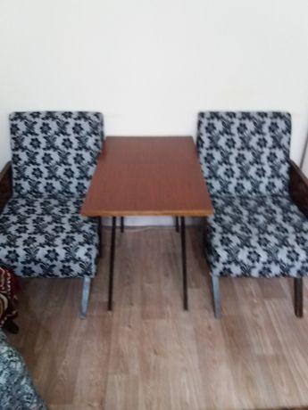 Продаются 2 кресла, журнальный столик, кресло-кровать