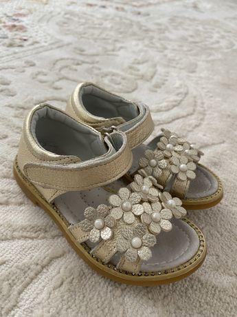 Детская обувь на девочек