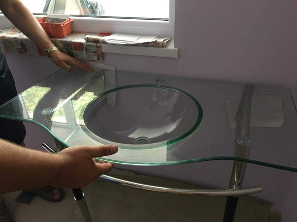 Стъклена мивка чисто нова