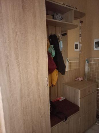 Шкаф в прихожею в хорошем состоянии